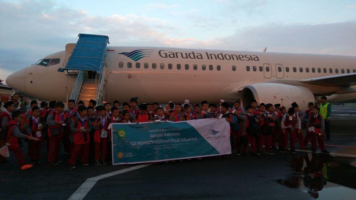 Siswa Kelas 5 Terbang dan Belajar Bersama Garuda Indonesia