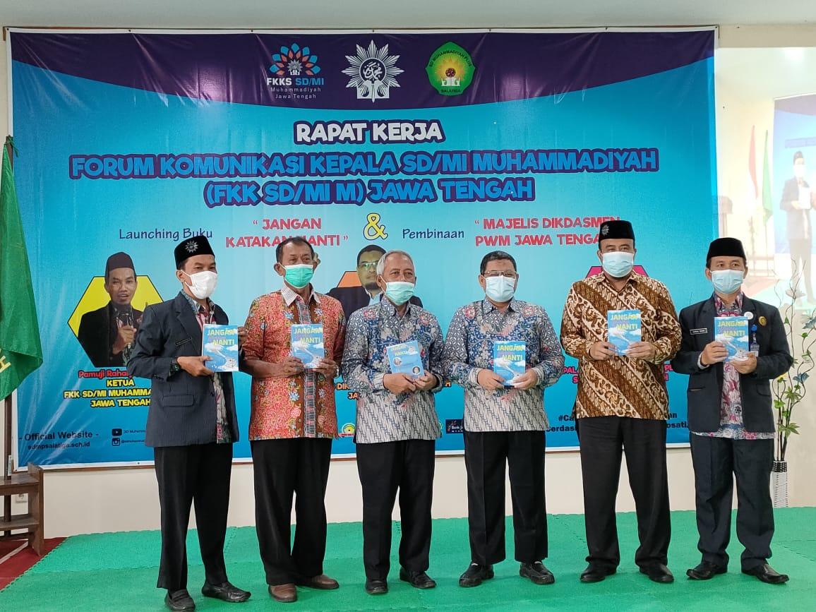 perwakilan kepala sekolah sd muhammadiyah sekolah launching buku Jangan Katakan Nanti